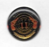 Pin's  Ville,   Sport  TIR, C.T.P.B  BESANÇON,  CLUB DE TIR LES PISTOLIERS BISONTINS  ( 25 ) - Badges