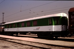 Photo Diapo Diapositive Slide Wagon D'Ebergement SNCF Du Service T à VSG Le 30/09/1997 VOIR ZOOM - Dias