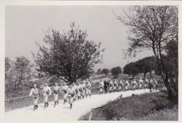 Foto Deutsche Soldaten Bei Marsch - Tulbinger Kogel Bei Wien - 2. WK - 9*6cm (44027) - Krieg, Militär