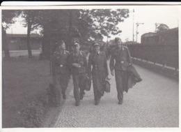 Foto 4 Deutsche Soldaten - 2. WK - 8,5*5,5cm (44032) - Krieg, Militär