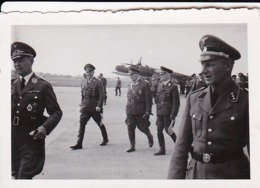 Foto Offiziere Bei Visite - Bomber Luftwaffe - 2. WK - 8*5cm (44039) - Guerre, Militaire