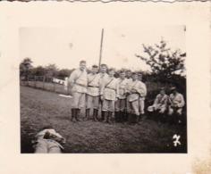 Foto Gruppe Deutsche Soldaten - 2. WK - 5,5*4cm (44044) - Krieg, Militär