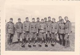 Foto Deutsche Soldaten Bei Ausbildung - 2. WK - 8,5*5,5cm (44046) - Krieg, Militär