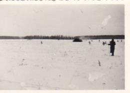 Foto Deutsche Soldaten Und Panzer Auf Schneefläche - 2. WK - 8,5*5,5cm (44049) - Krieg, Militär
