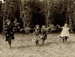 HOP PICKING KENT  KENTISH HOPFIELD LONDON CHILDREN  Hopfenanbaugebietes    21*16CM Fonds Victor FORBIN 1864-1947 - Fotos