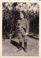 Foto Deutscher Soldat In Stiefeln - 2. WK - 7,5*5cm (44054) - Krieg, Militär