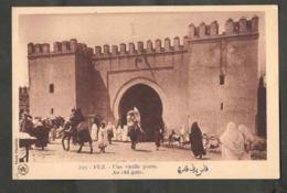 Cartophilie. Maroc. Fès. Une Grande Et Vieille Porte. Grande  Animation. Photo Véritable De Flandrin. - Monuments