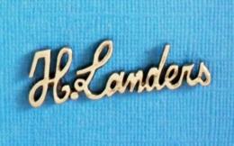 1 PIN'S //  ** H.LANDERS / SPÉCIALISTE JEAN'S ET MODE ** - Marques