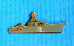 1 PIN'S //  ** CONTRE-TORPILLEUR LE TRIOMPHANT N° 9 / MARINE NATIONALE FRANÇAISE ** . (J.Y. Ségalen Collection) - Militaria