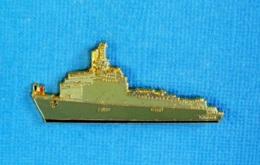 1 PIN'S //  ** LE TCD FOUDRE L9011 / MARINE NATIONALE FRANÇAISE ** . (J.Y. Ségalen Collection) - Militaria