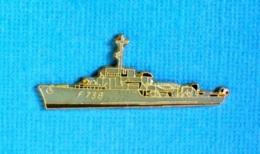 1 PIN'S //  ** AVISO AMYOT D'INVILLE F782 / 1941 / MARINE NATIONALE FRANÇAISE ** . (J.Y. Ségalen Collection) - Militaria
