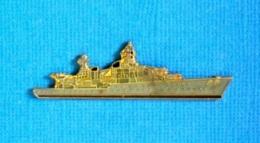 1 PIN'S //  ** LE CROISEUR LA GALISSONNIERE / MARINE NATIONALE FRANÇAISE ** . (J.Y. Ségalen Collection) - Militaria