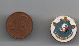 Pin's Allemand Escadron 2 De L'Armée De L'Air 2 (MFG 2),aéronefs Marine Allemande, Dos Doré Lisse Rare......BT14 - Militaria