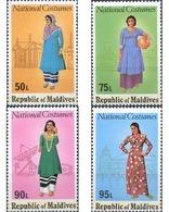 Ref. 340503 * MNH * - MALDIVES. 1979. TYPICAL COSTUMES . TRAJES TIPICOS - Maldive (1965-...)