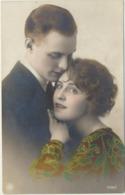 76-886  Estonia Couples - Estland