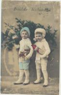 76-899  Estonia Couples - Estland