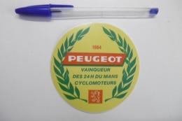 Autocollant Stickers - CYCLOMOTEURS PEUGEOT Vainqueur Des 24 Heures DU MANS 1984 - Autocollants