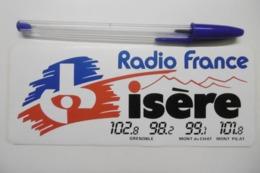 Autocollant Stickers Médias RADIO FRANCE ISÈRE 102.8 GRENOBLE 98.2  MONT Du CHAT 99.1 MONT PILAT 101.8 - Stickers