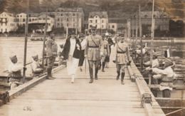 CARTE PHOTO:ALLEMAGNE SAINT GOAR MILITAIRES FEMMES SUR LE PONT AOÛT 1924...ÉCRITE - Allemagne