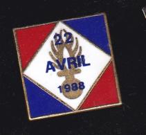60190-Pin's-La Prise D'otages D'Ouvéa, Du 22 Avril 1988. Gendarmerie. - Militaria