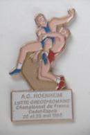 Pin's - Sport LUTTE A.C. HOENHEIM 67 BAS-RHIN ALSACE - Lucha