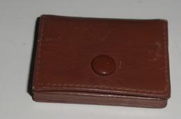 Mini Pilulier Ou Autre Vintage En Cuir Et Metal Doré - Scatole/Bauli