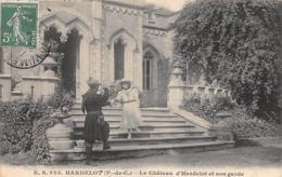 Thème   Gardes Ou Tambours De Ville.  Le Château D'Hardelot  Et Son Garde      (voir Scan) - Métiers