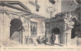 Thème   Gardes Ou Tambours De Ville. Villeneuve Les Avignon  84 Entrée De La Vieille église      (voir Scan) - Métiers