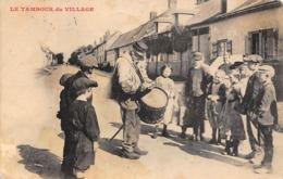 Thème   Gardes Ou Tambours De Ville.  Le Tambour Du Village  Non Localisé   (voir Scan) - Métiers