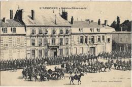 D51 - SAINTE MENEHOULD - Défilé Militaire - Hôtel De Ville - Belle Animation - Sainte-Menehould