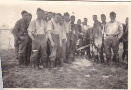 Foto Deutsche Soldaten - Zug Auf Partisanenjagd - Jugoslawien - 2. WK - 8,5*5,5cm (44061) - Krieg, Militär