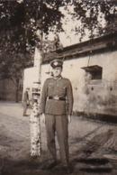 Foto Deutscher Soldat Mit Schirmkappe - 2. WK - 6,5*4,5cm (44062) - Krieg, Militär