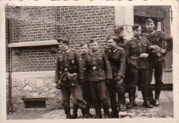 Foto Gruppe Deutsche Soldaten - 2. WK - 8,5*5,5cm (44063) - Krieg, Militär