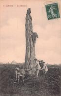 ILE DE GROIX  -  Le Menhir ( Enfants Dansant Autour Du Menhir ) 1909 - Vue Peu Courante - Groix
