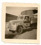 PHOTO - Camion Militaire Bedford + Où - 1950. 6,5cm X 7cm. - Vehicles