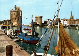 La Rochelle Le Port Avec En Toile De Fond Les 3 Tours 1985  CPM Ou CPSM - La Rochelle