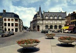 CPSM Grand Format MONTARGIS (Loiret) La Place Mirabeau Magasin Familistère Voitures 2CV DS Et Autres  Colorisée  RV - Montargis