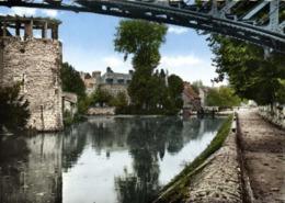 CPSM Grand Format  MONTARGIS  (Loiret) Borf Du Canal  Colorisée RV Edit Du Globe - Montargis