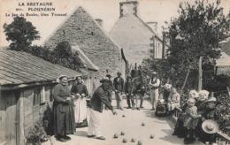 22 Plounerin Jeu De Boules Chez Troussel Cpa Carte Animée Boule Petanque Boules Lyonnaises - Andere Gemeenten