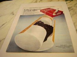 ANCIENNE PUBLICITE LA CIGARETTE LARK 1978 - Raucherutensilien (ausser Tabak)