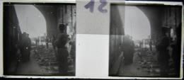 NANTES Vers 1900 :  Gare Nantes, Intérieur, Alignement Des Blessés, Manoeuvres. Plaque Verre Stéréoscopique, Positif. - Diapositiva Su Vetro