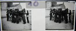 NANTES Vers 1900 :  Manoeuvres, Transport D'un Blessé Sur Une Mule. Plaque Verre Stéréoscopique, Positif. - Diapositiva Su Vetro