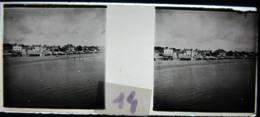 LE POULIGUEN Vers 1900 : La Plage Et Les Chalets. Plaque De Verre Stéréoscopique, Positif. - Diapositiva Su Vetro