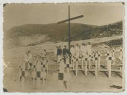 """(Bateaux) Guerre De 1939-45 . Photo Légendée """"Cimetière De Mers-El-Kébir Après L'agression Anglaise"""" . Marins . - Bateaux"""