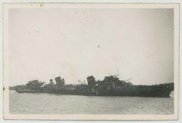 """(Bateaux) Guerre De 1939-45 . Photo Légendée Le """"Bison"""" . Contre-torpilleur Endommagé . - Bateaux"""