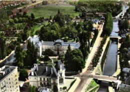 CPSM Grand Format EN AVION AU DESSUS DE ... MONTARGIS ( Loiret ) La Caisse D'Epargne L'Hotel De Ville  Le Canal Briare - Montargis