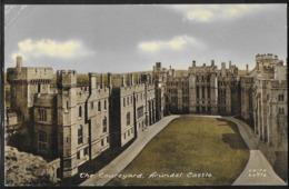 CPA ANGLETERRE - Arundel, The Courtyard - Arundel Castle - Arundel