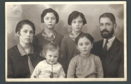 PHOTO Carte Une Jolie Famille Nombreuse Large Family Sur Son Trente Et Un All Dressed Up - Groupes D'enfants & Familles