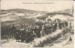KEROU -PLAGE   *** Noces Bretonnes Dans Les Dunes  *** Cpa Peu Courante - Andere Gemeenten