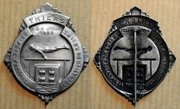 Ancien Insigne En Métal Argenté -  Thiers 1938 26° Fête Fédération Gymnastique Puy De Dôme & Massif Centrale - Gymnastique